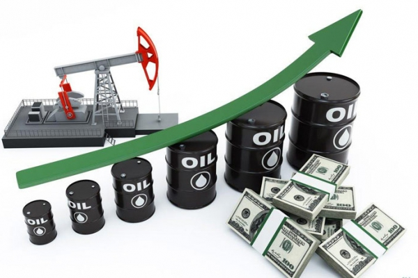 Giá xăng dầu hôm nay 11/10 đồng loạt tăng mạnh gần 2 USD/thùng