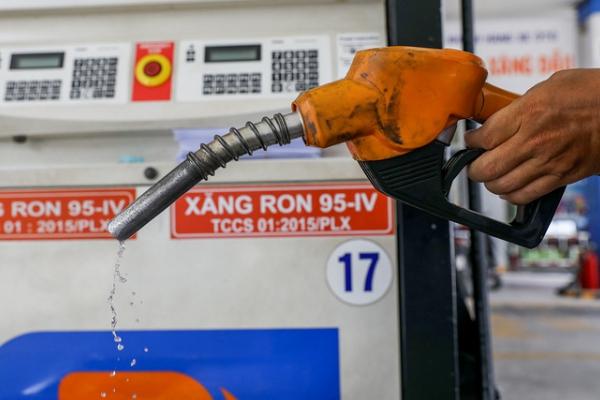 Giá xăng dầu hôm nay 3/8: Sản lượng dầu giảm, giá dầu tăng trở lại