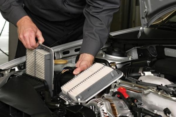 Cách vệ sinh lọc gió động cơ ô tô tại nhà