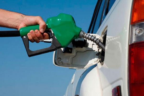 Để bình xăng ô tô cạn mới đổ gây hại cho xe như thế nào?