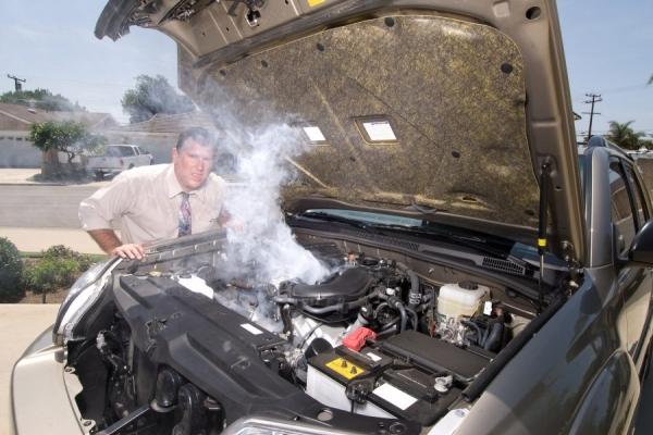 Làm gì khi động cơ ô tô quá nóng ?