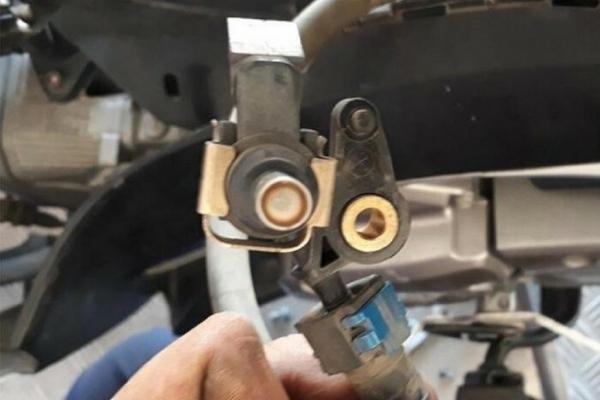 Nên vệ sinh kim phun buồng đốt cho xe máy FI khi nào?