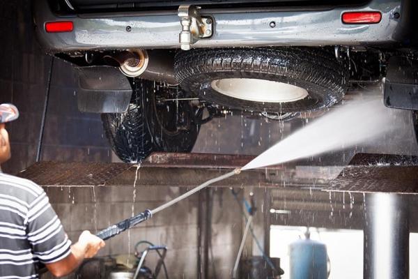 Tại sao phải rửa gầm xe ô tô thường xuyên?