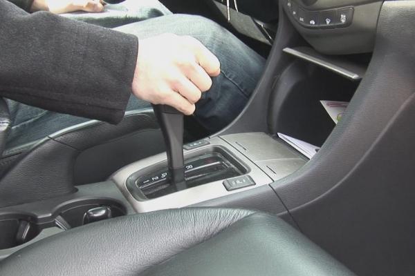 Một số thói quen xấu gây hại đến hộp số xe ô tô