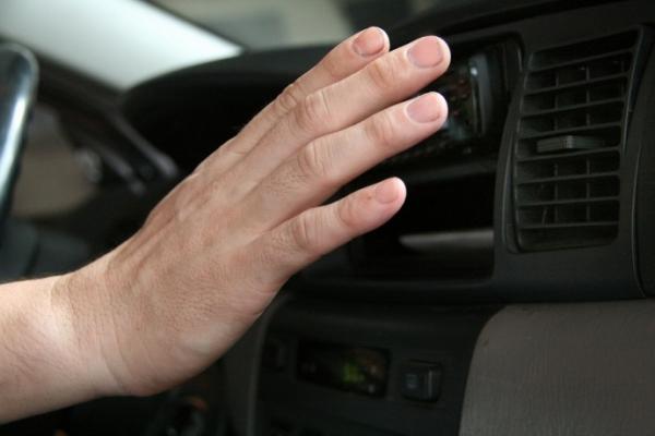 Mùa nóng sắp đến, cần bảo dưỡng điều hòa ô tô thế nào?