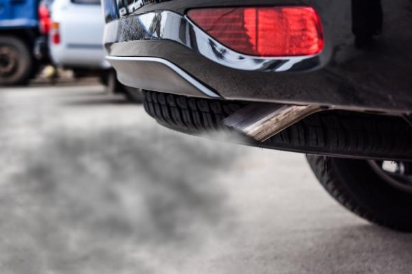 Nguyên nhân và cách khắc phục khi ô tô nhả khói