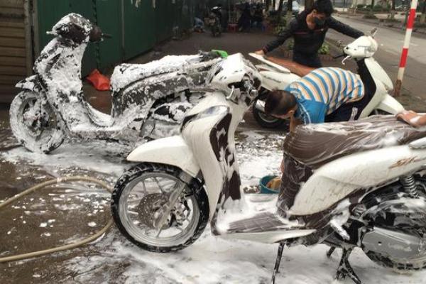 Rửa xe máy xong không đề được xử lý như thế nào?